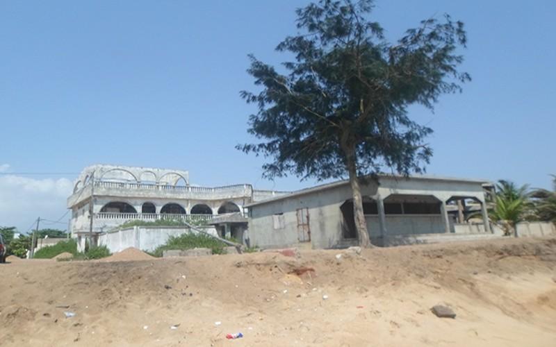 Habitations menacées par l'érosion littorale, Baguida
